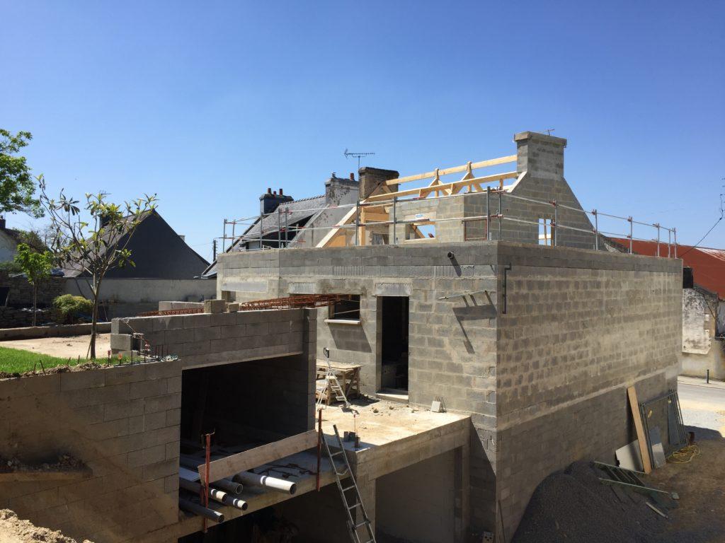 Construction neuve raccordée à la façade existante