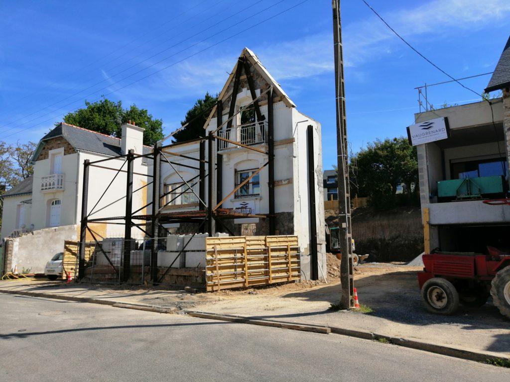 Façade côté rue après renforcement et démolition de la partie arrière