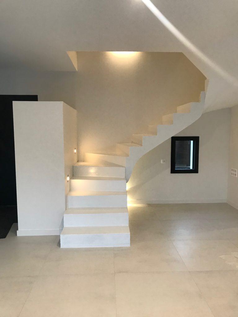 Escalier béton avec revêtement résine